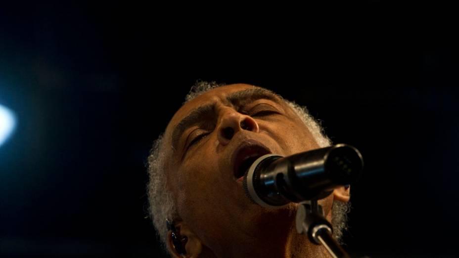 Apresentação de Gilberto Gil no encerramento da Virada Cultural 2012, em São Paulo