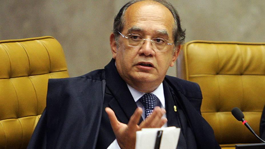 Ministro Gilmar Mendes faz a leitura do seu voto em sessão do Supremo Tribunal Federal (STF), em Brasília, durante o julgamento do processo do Mensalão