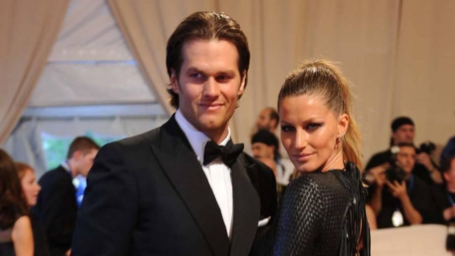 Com o marido, o jogador de futebol americano Tom Brady, Gisele foi ao baile de gala do Museu Metropolitan, em Nova York