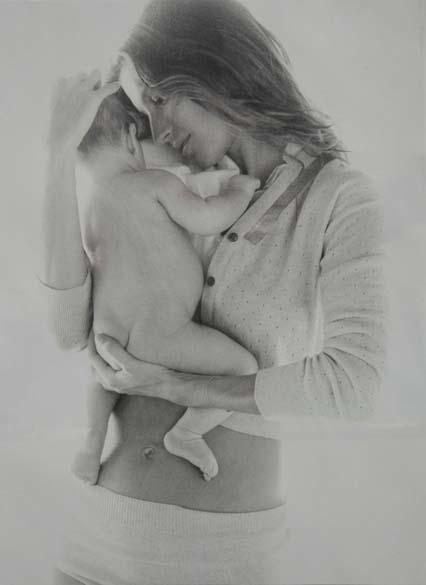 Gisele posou para a revista Vogue americana com seu filho Benjamin, fruto de seu casamento com Tom Brady. A criança nasceu nos Estados Unidos, em dezembro de 2009