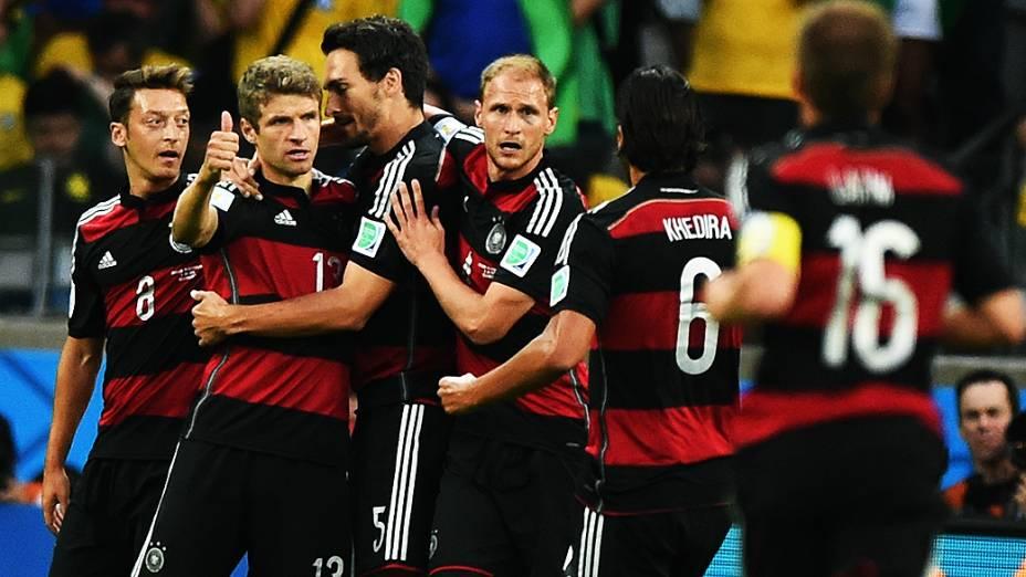 Jogadores da Alemanha comemoram gol contra o Brasil no Mineirão, em Belo Horizonte