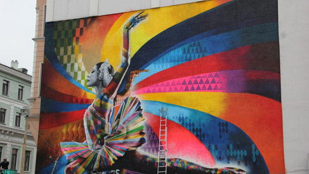 O Painel em homenagem à bailarina russa Maya Plisetskaya