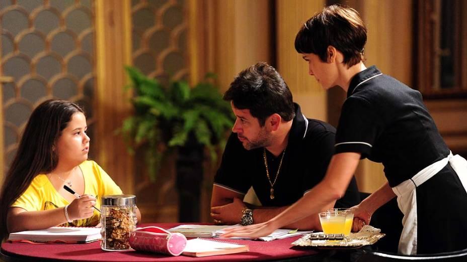 Tufão (Murilo Benício), Nina (Debora Falabella) e Ágata (Ana Karolina Lannes) durante gravações de Avenida Brasil
