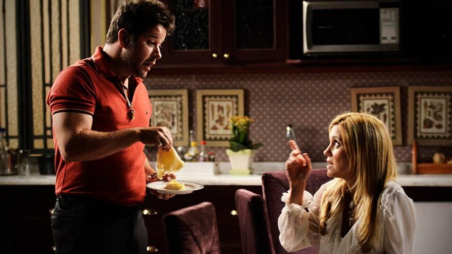 Carminha (Adriana Esteves) reclama com Tufão (Murilo Benício) sobre a ausência de Nina (Debora Falabella)