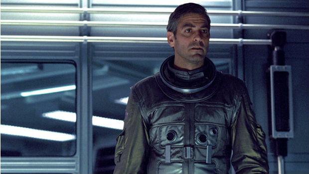O ator George Clooney em cena do filme Gravity, de Afonso Cuarón