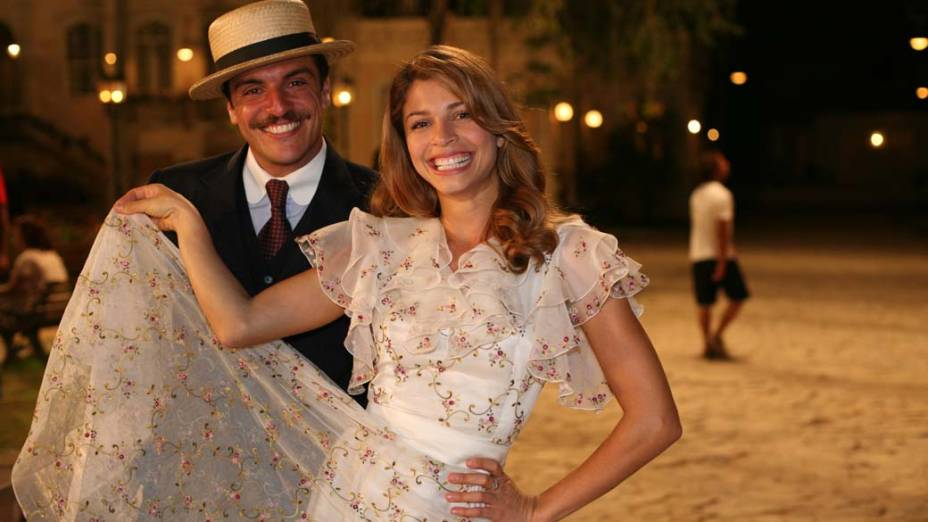 Rodrigo Lombardi e Grazi Massafera na novela Desejo Proibido, da Rede Globo.