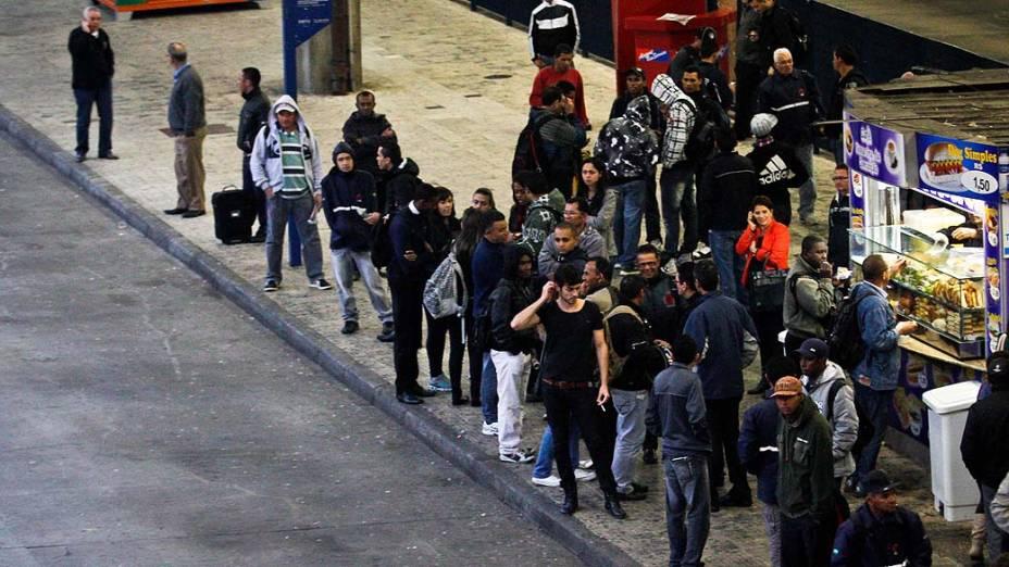 Movimentação normal de passageiros e ônibus no terminal Tatuapé, na Zona Leste de São Paulo, manhã desta quinta-feira