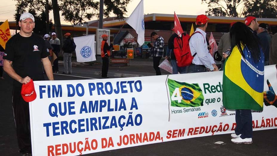 Sindicalistas realizam greve e manifestações nesta quinta-feira (11), em Canoas (RS)