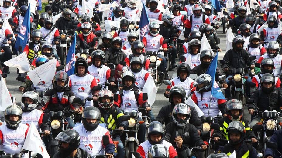 Motoboys se reunem com saída da Avenida dos Bandeirantes até a Avenida Paulista, na região central da cidade, na manhã desta quinta-feira (11)