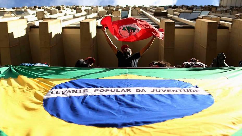 Movimento dos Trabalhadores Rurais Sem Terra (MST) invadiram o prédio Instituto Nacional de Colonização e Reforma Agrária (Incra)