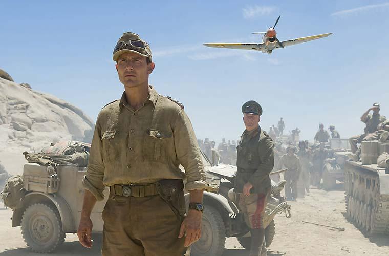 Tom Cruise é um coronel que articula um plano para matar Adolph Hitler em <em>Operação Valquíria</em> (2008).