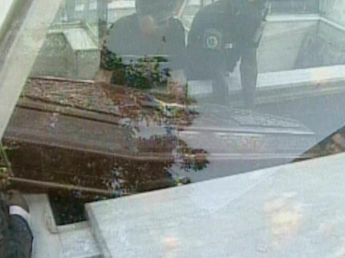 Gugu visita mausoléu de Dercy Gonçalves