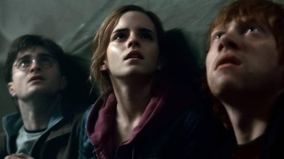 Harry, Hermione e Ron durante cena do filme Harry Potter e as Relíquias da Morte: Parte 2