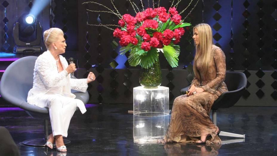 """Hebe Camargo entrevistando Adriane Galisteu na gravação do do milésimo programa """"Hebe"""", do SBT em 2006"""