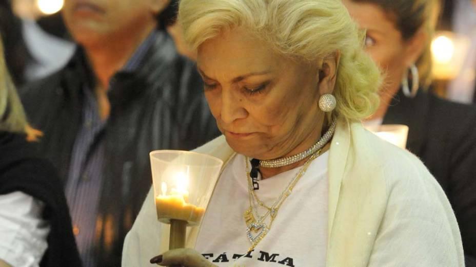 Hebe Camargo visitando a Basílica de Nossa Senhora do Rosário de Fátima em Portugal, em gratidão pela cura de um câncer raro no abdômen