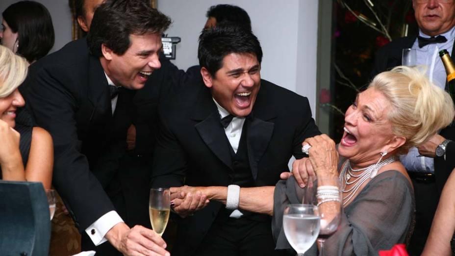 Hebe Camargo com Celso Portiolli e César Filho, em sua festa de aniversário de 80 anos, comemorado na mansão da empresária Lucília Diniz, no Jardim Europa, São Paulo