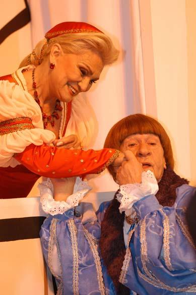 """Hebe Camargo e Ronald Golias no programa especial """"Romeu e Julieta"""", do SBT em 2003"""