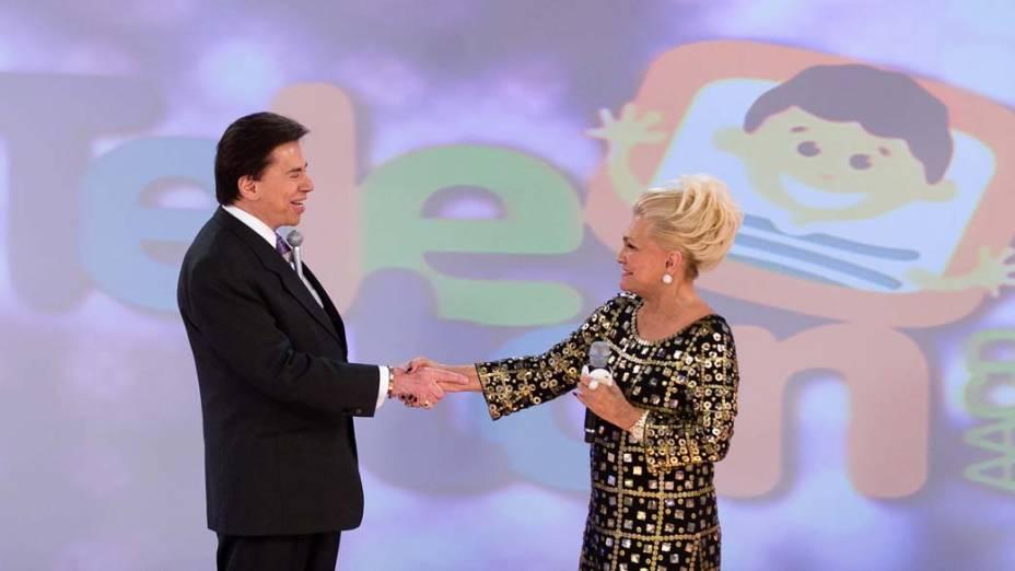 """Silvio Santos e Hebe Camargo durante o programa """"Teleton 2008"""", do SBT, em prol da AACD"""
