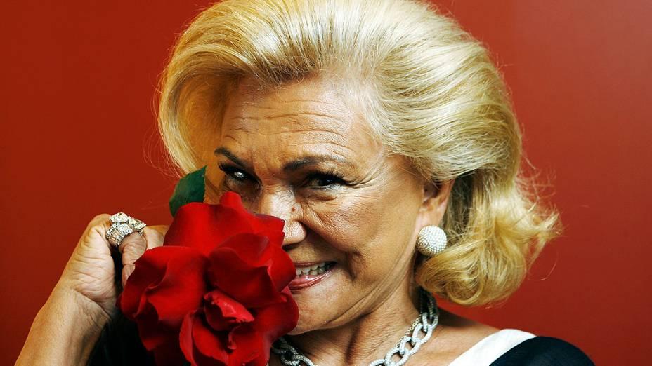 A apresentadora Hebe Camargo, uma das pioneiras da televisão brasileira, morreu aos 83 anos neste sábado (29), de parada cardíaca, em São Paulo
