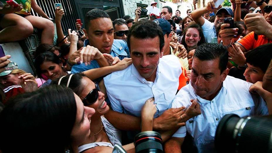 Henrique Capriles ao chegar ao local de votação em Caracas, Venezuela