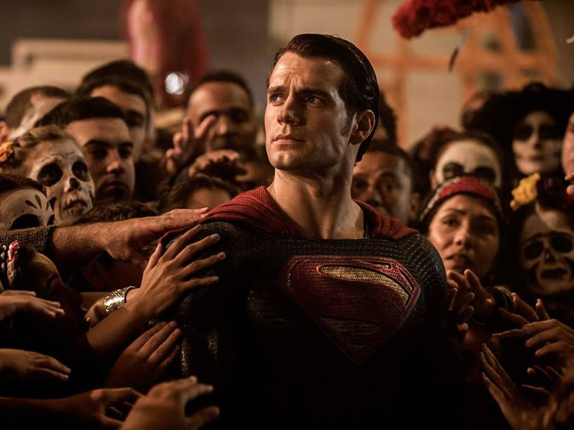 Henry Cavill como Superman em Batman vs. Superman - A Origem da Justiça