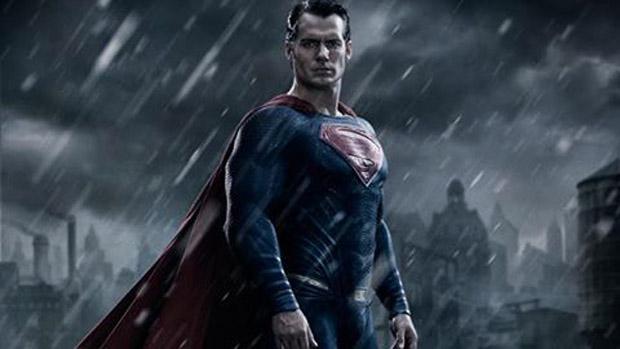 O ator Henry Cavill caracterizado como Superman em Batman vs. Superman - A Origem da Justiça