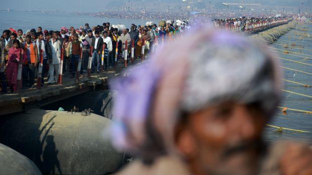 No Mauni Amavasya, o principal dia de banho no  no Sangam, local de confluência dos rios sagrados Ganges, Yamuna e Saraswatu, cerca de 30 milhões de hindus devem chegar em Allahabad, na Índia