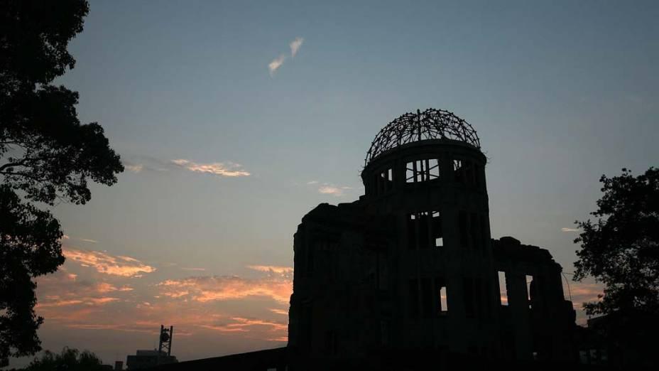 A cúpula remanescente da explosão em Hiroshima tornou-se um marco da cidade: chama-se Cúpula Genbaku, ou Cúpula da Bomba Atômica. Para homenagear as vítimas,  foi construído ao seu redor o Parque Memorial da Paz, idealizado pelo arquiteto japonês Kenzo Tange. O projeto tornou-se patrimônio mundial da UNESCO em 1996