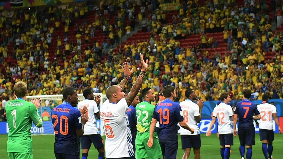 Jogadores da Holanda agradecem torcida no jogo contra o Brasil no Mané Garrincha, em Brasília