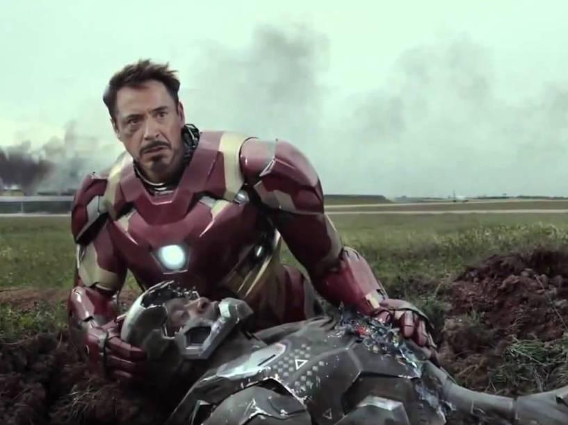 Homem de Ferro (Robert Downey Jr) e Máquina de Combate (Don Cheadle) no filme Capitão América: Guerra Civil