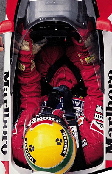 Ayrton Senna no cockpit de sua McLaren durante GP da Hungria em 1989
