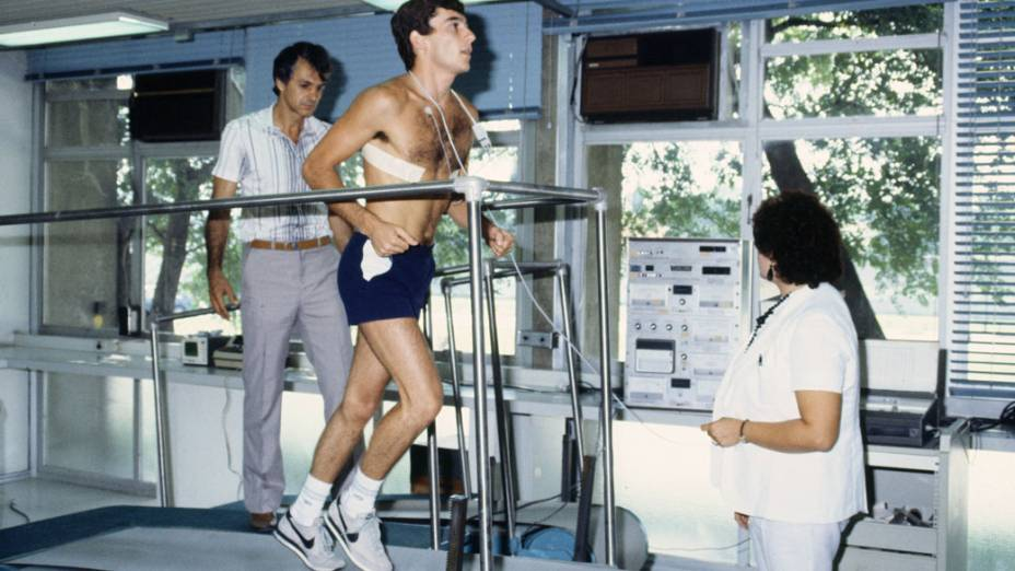 O piloto brasileiro durante testes físicos em 1989