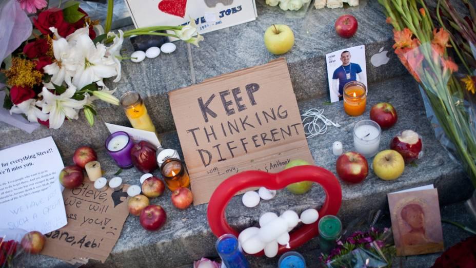 Homenagem a Steve Jobs em uma loja na 5ª Avenida em Nova York