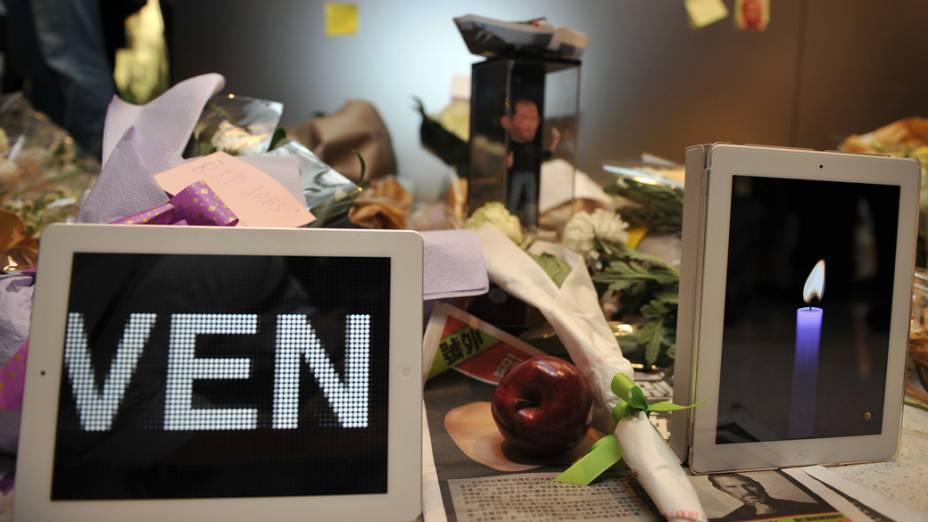 Homenagem a Steve Jobs em uma loja da Apple em Hong Kong, China