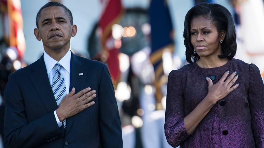 Presidente Barack Obama e a primeira-dama Michele Obama fazem um minuto de silêncio em homenagem aos mortos dos ataques de 11 de setembro de 2001