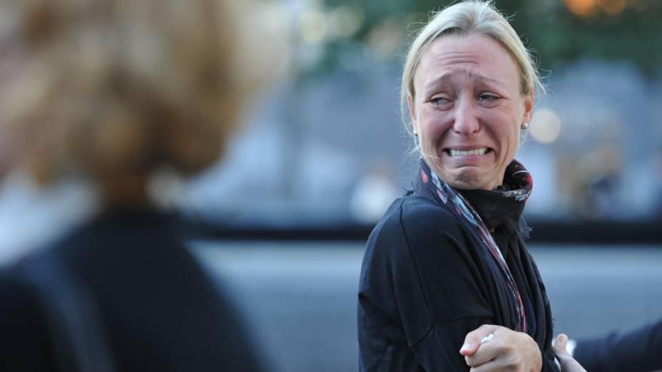 Alicia Watkins, chora ao se lembrar de um amigo, durante as homenagens realizadas no décimo primeiro aniversário dos ataques ao World Trade Center, em Nova York