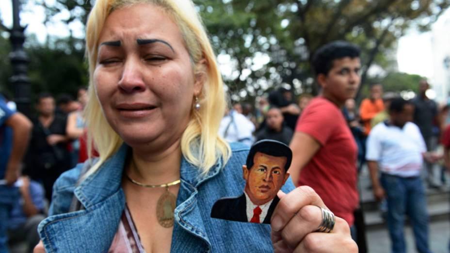 Chavistas lamentam a morte de Hugo Chávez