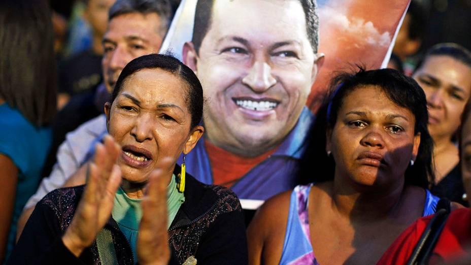 Clima de tristeza na Venezuela após anúncio da morte de Hugo Chávez