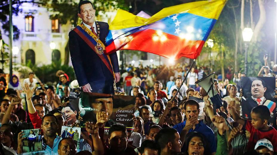 Chavistas fazem vigília no centro de Caracas