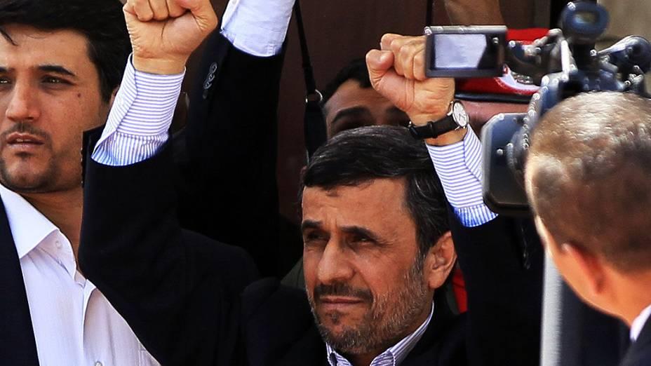 Presidente do Irã, Mahmud Ahmadineyad chega a Venezuela para velório de Hugo Chavez