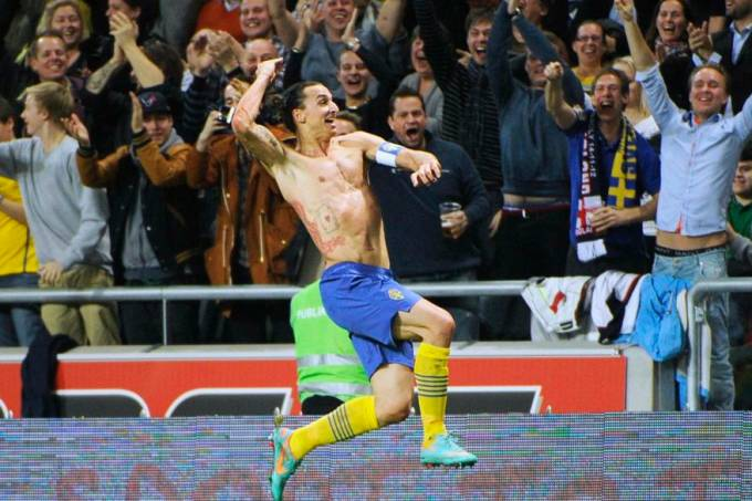 ibrahimovic-comemoracao-gol-suecia-inglaterra-original.jpeg