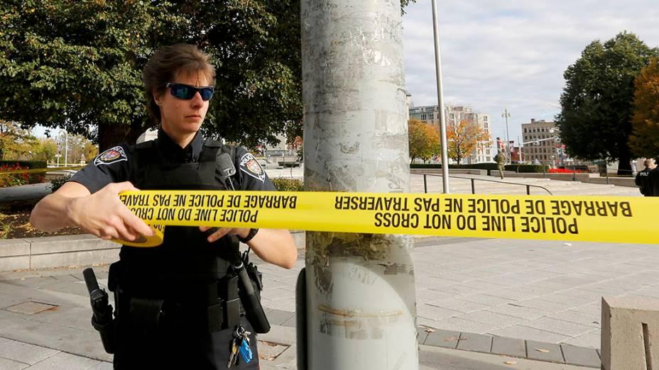 Policial isola área perto do Parlamento canadense, em Ottawa