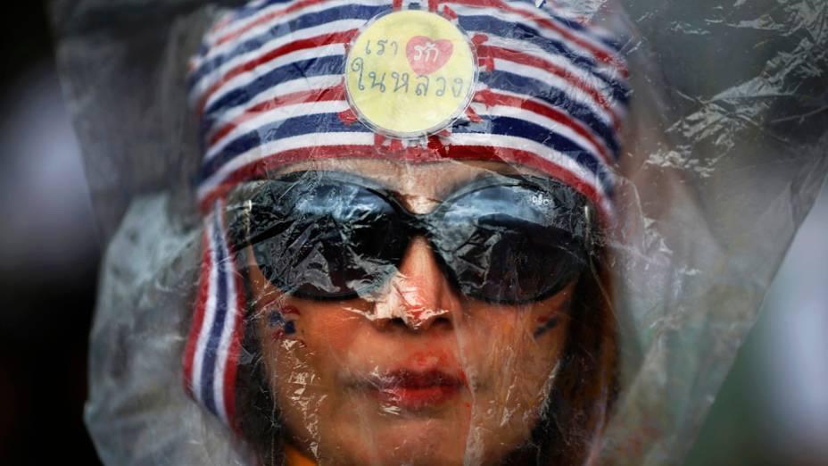 Manifestação contra um projeto de lei de anistia política em Bangcoc, na Tailândia, que permitiria o retorno ao país do ex-premiê Thaksin Shinawatra, exilado desde 2006 por envolvimento em corrupção