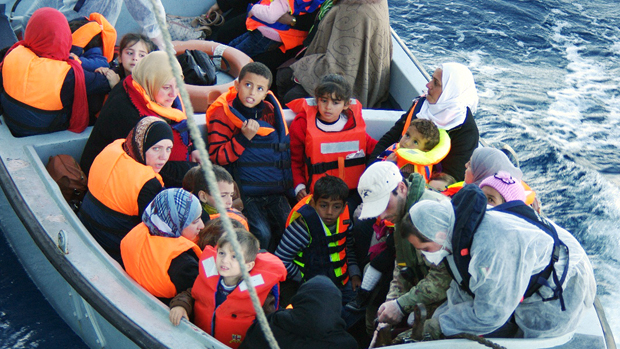 Marinha italiana resgatou mais de mil imigrantes, perto da ilha italiana de Lampedusa