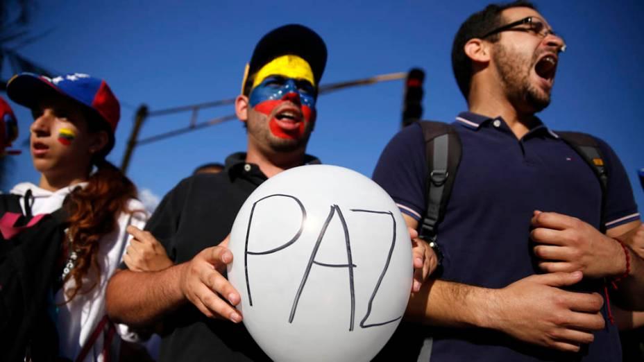 Partidários do líder da oposição, Leopoldo Lopez, durante um comício para promover a paz em Caracas