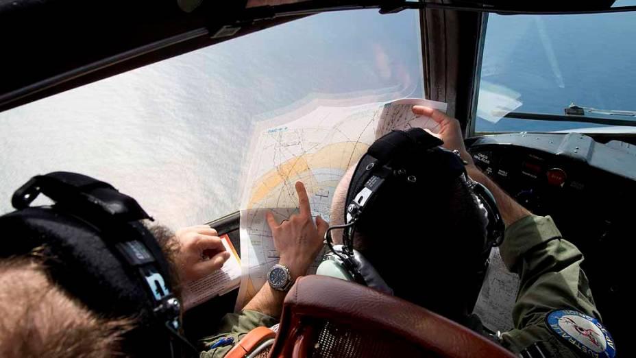 <p>Força Aérea da Austrália sobrevoa o Oceano Índico em busca dos objetos detectados no mar por satélites. Autoridades acreditam que possam ser peças do avião da Malaysia Airlines, desaparecido desde o último dia 8</p>