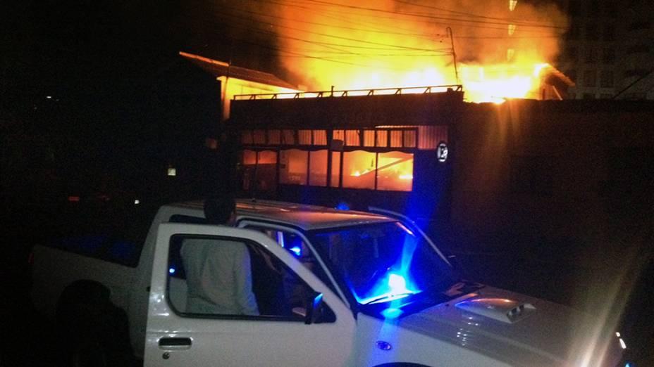 Restaurante sofreu um incêndio após o forte terremoto que atingiu na costa do Chile, na cidade de Iquique