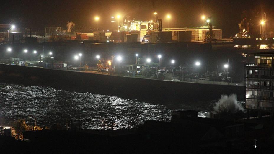 Vista do porto de Iquique, norte do Chile que recebeu alerta de tsunami após terremoto de forte magnitude, nesta terça-feira (01)