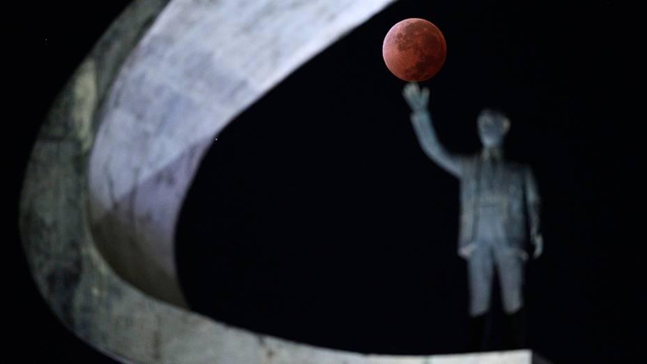 <p>Eclipse lunar visto em Brasília</p>