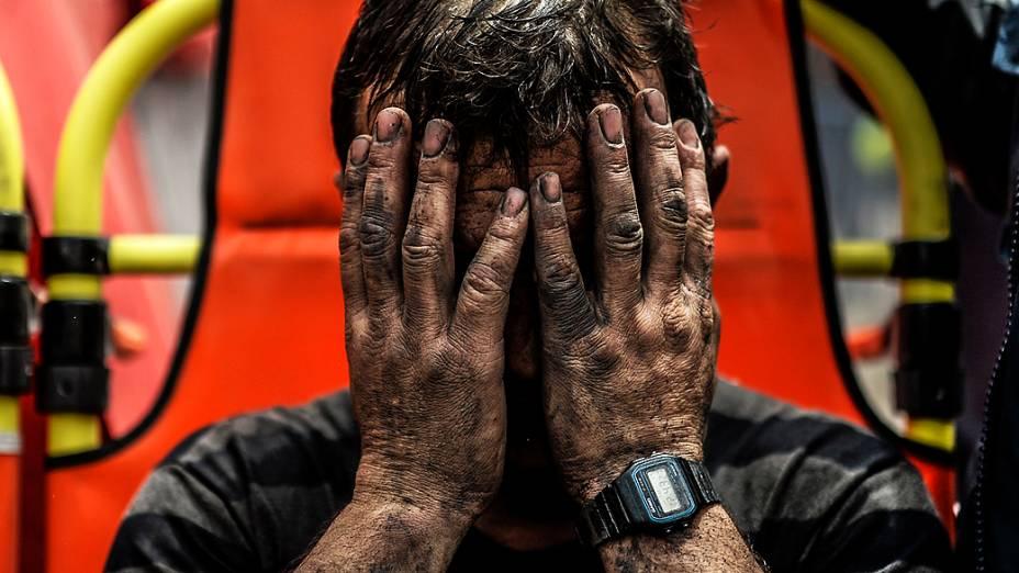 Trabalhador é resgatado após explosão em mina, na Turquia
